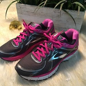 Brooks GTS 1.6 edition running shoes